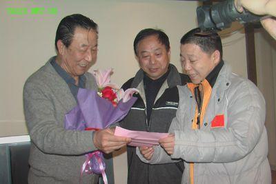 马贤达(左)、张根学(右)、缪家臣(中)