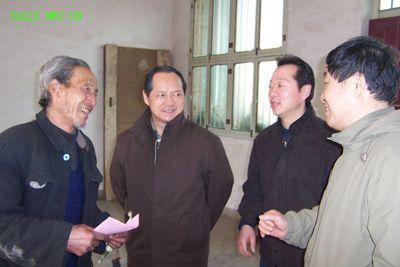 陈兴龙(左一)白文祥、肖关纪、王培仁
